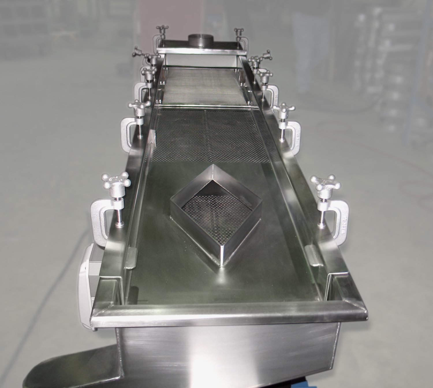 Witte diamond deck classifier design for access to second deck